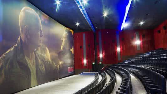 电影院运营:影院弧形张挂式银幕对放映的影响